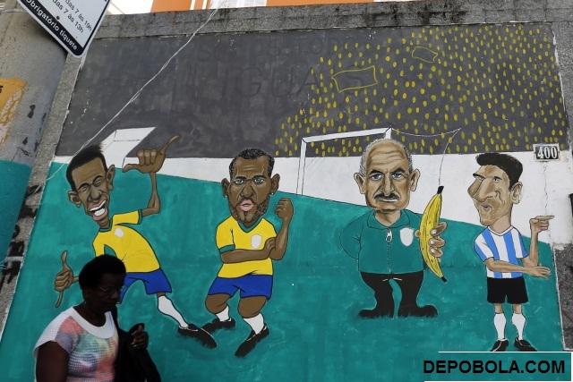 Graffiti warna menghiasi tembok di ruas jalan kota rio de janiero jelang perlehatan piala dunia 2014 di negara brasil.